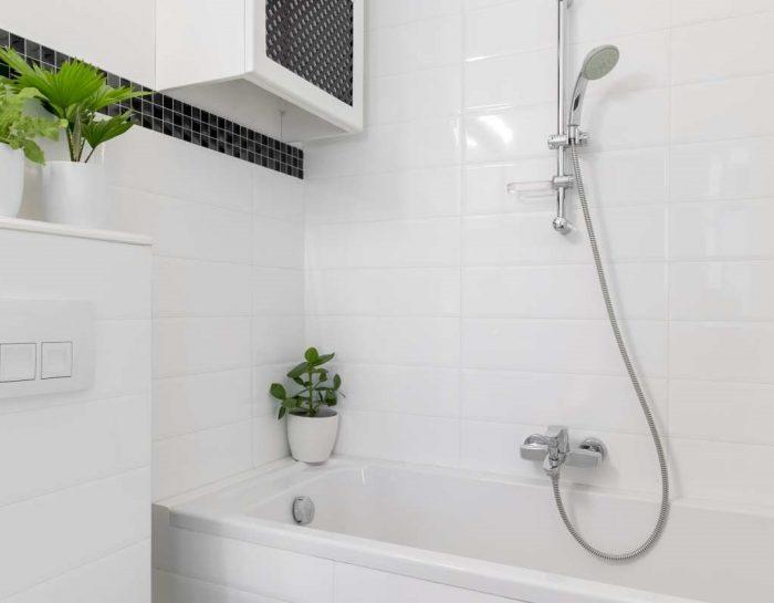 Wanna z prysznicem – 5 powodów, dla których warto ją mieć